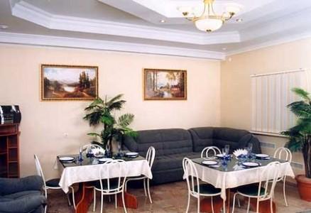 """Гостиничный комплекс  """"Угра """" расположен в 16-и км от Калуги в живописном лесном массиве.   """"Угра """" не просто гостиничный..."""